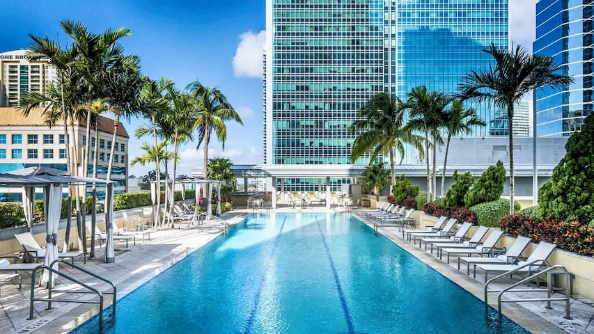 ★ Conrad Hilton AMAZING 5-Star Condo Floor 26! SPA