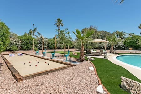 *ENTERTAINERS HOME*  HEATED POOL+ SPA + GOLF+GAMES