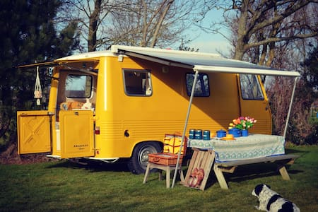 Bright yellow vintage camper for 2 - Breezand - Wóz Kempingowy/RV