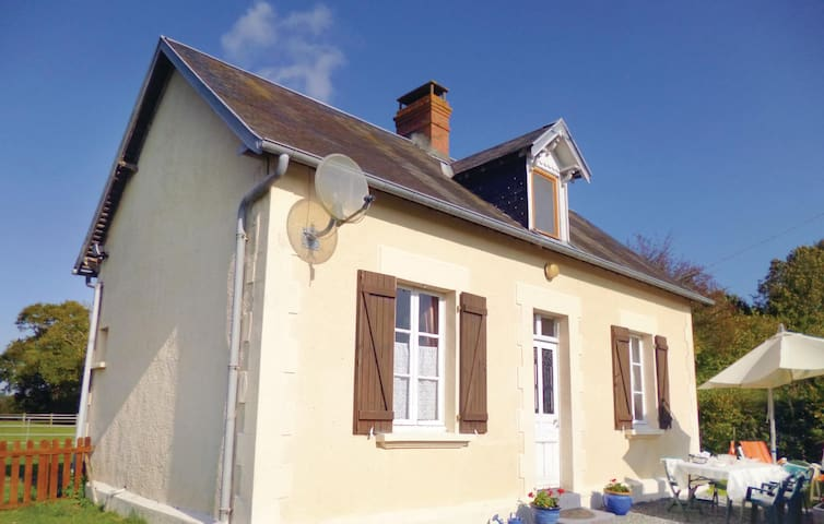 Holiday cottage with 2 bedrooms on 62 m² in Le Dezert