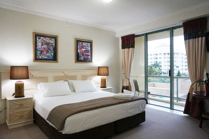 Sun City Resort - Hotel Room - Surfers Paradise - Apartmen