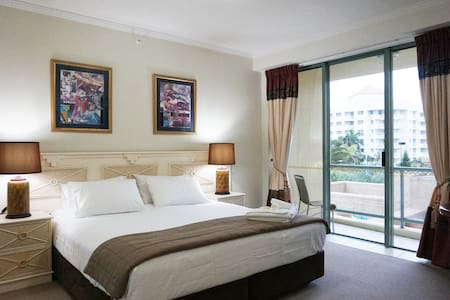 Sun City Resort - Hotel Room - Surfers Paradise