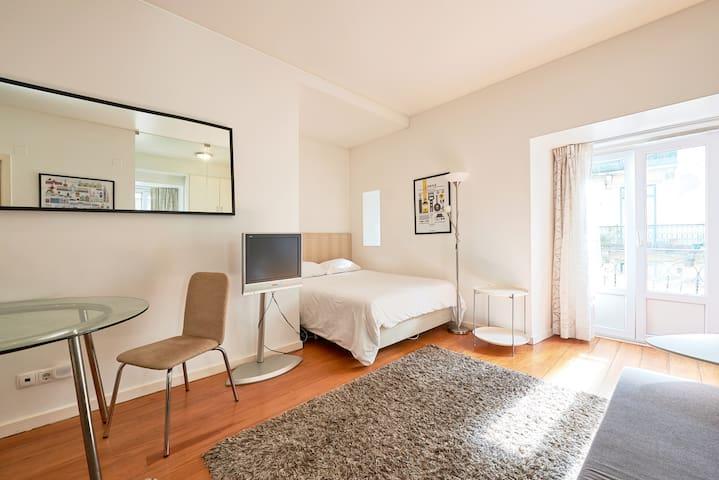 Lisbon Bairro Alto - Salgadeiras Suites 1E