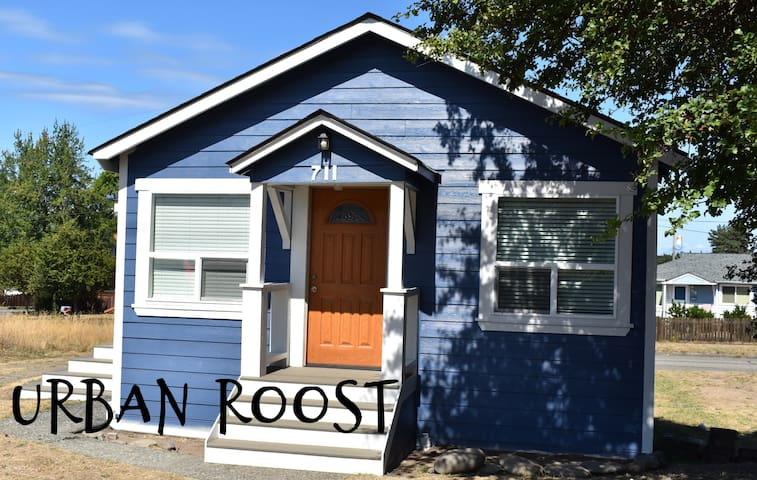 New Listing! Urban Roost, comfy cottage in town