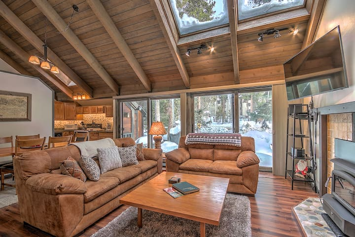 Perfect for small families! Walk to town or lift at Peak 9