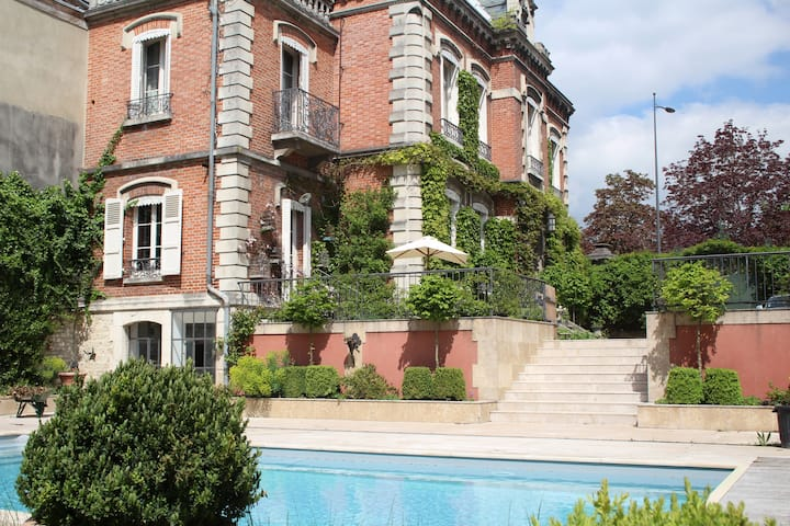 belle maison centre ville,  jardin, piscine