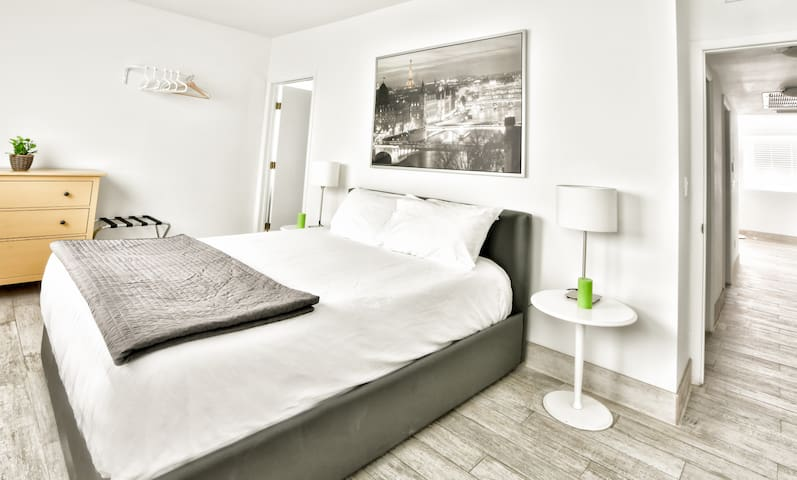 Amazing Brand New Two Bedroom Fully Renovated - Sleeps (6)   No Cleaning Fee- D