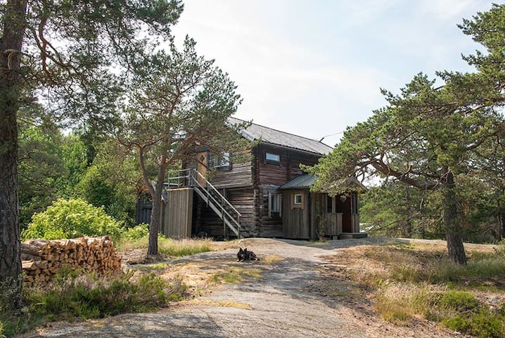 CHARMING TIMBER HOUSE IN THE STOCKHOLM ARCHIPELAGO