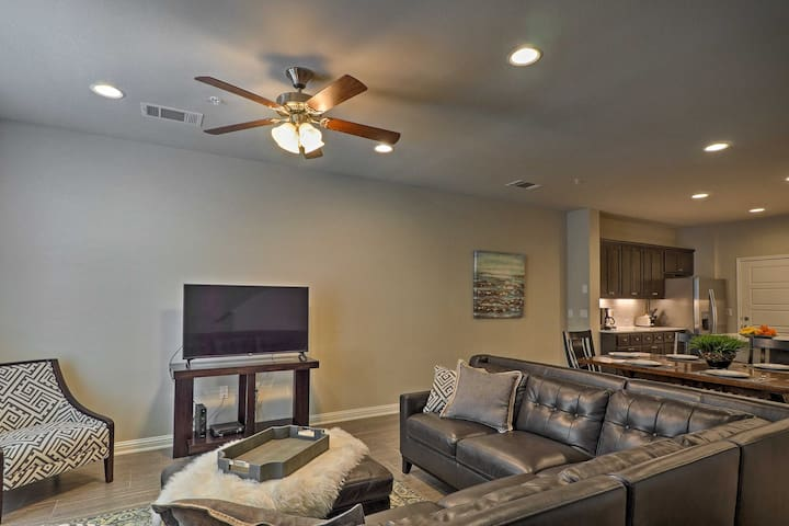 With space for 4, this modern townhouse is ideal for your next trip to Austin!