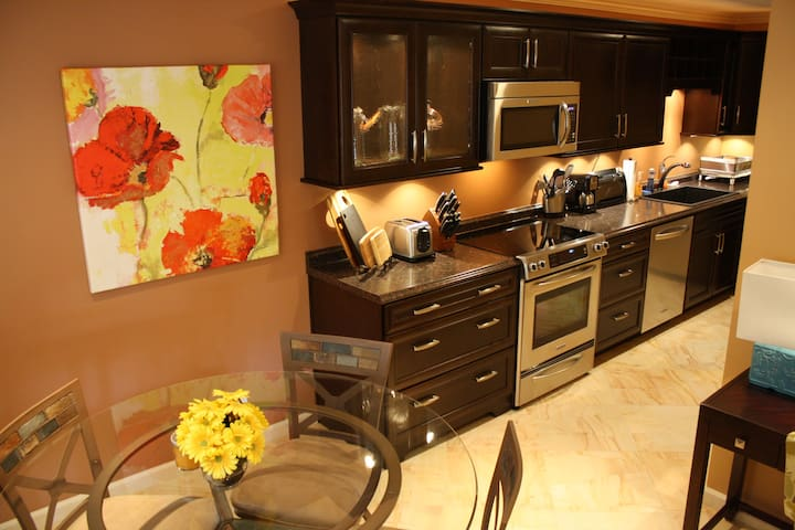 The Crown Jewel! Luxury for less! - Palm Springs - Appartement en résidence