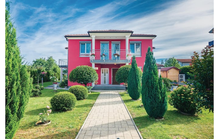 Amazing home in Viskovo with WiFi and 2 Bedrooms