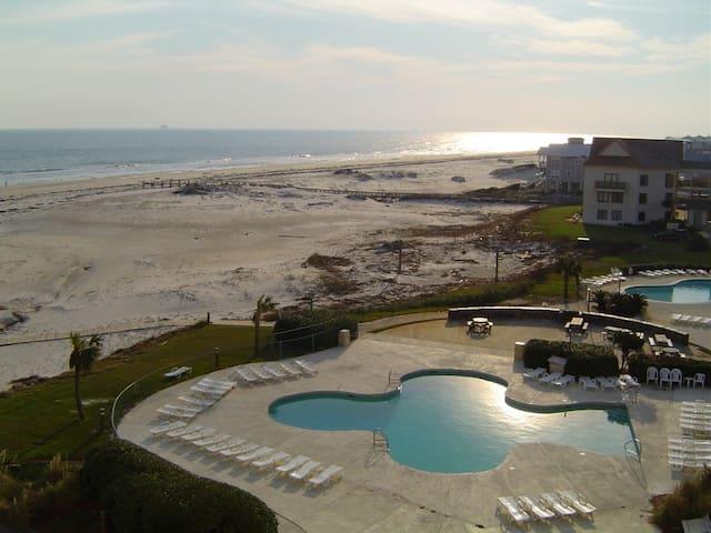 Plantation Resort 2 BD/2 BA Condo w/ Beach View !