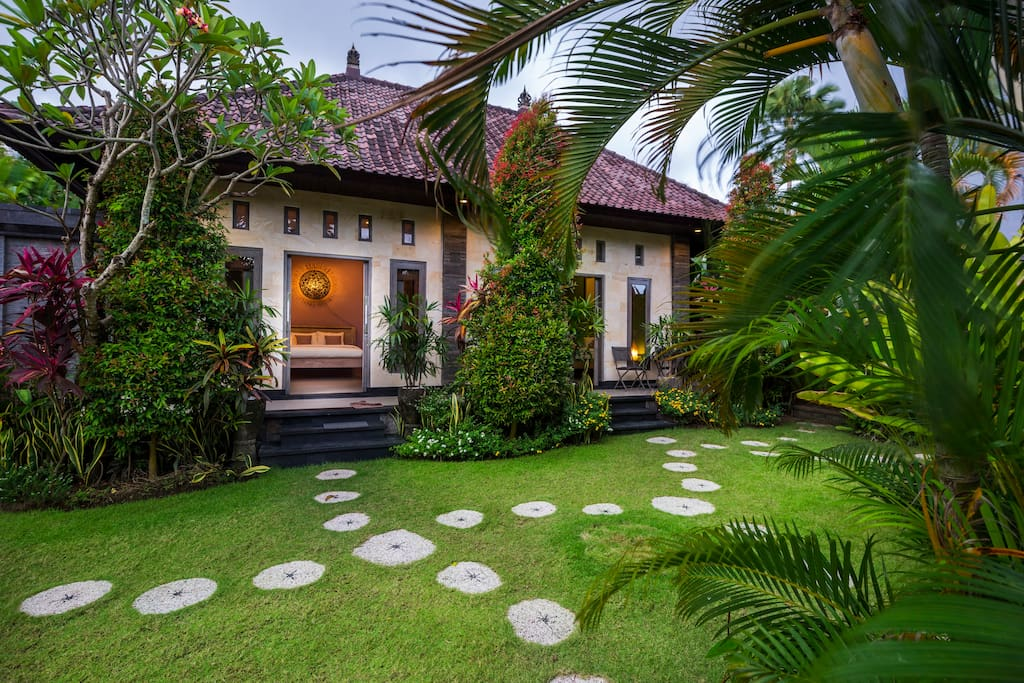 Villa Maya offers two rooms. The green one, which you are currently looking at is a bit mystic and mysterious. There's something which let you feel like you are at cottage lost in the jungle. You can see green garden right from the bed through glass door. We wish you sweet dreams.