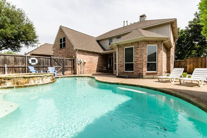 Fabulous 6 Bedroom Home with Pool!