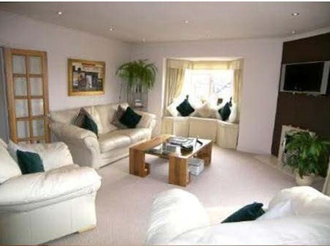 2 Bed flat in village centre. - Alderley Edge - Pis