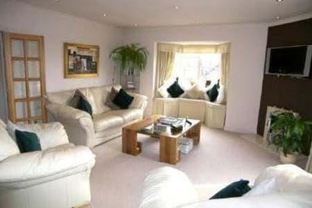2 Bed flat in village centre. - Alderley Edge - Apartmen
