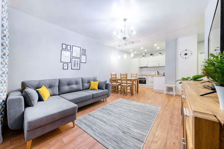 New apart 5 mins from railway station and center