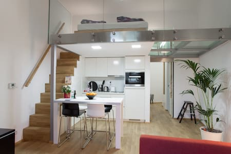 Modern loft studio @ center