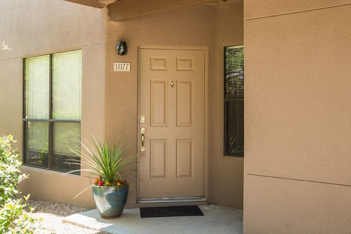 Private, foothills condo - Tucson