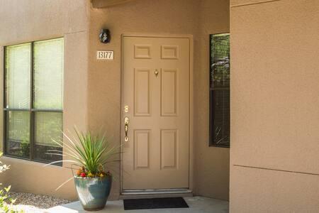 Private, foothills condo - Tucson - Osakehuoneisto