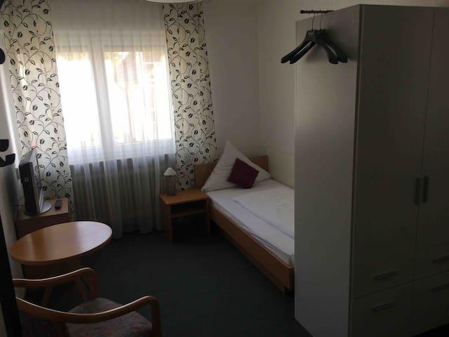 Privates Zimmer mit S-Bahn Nähe