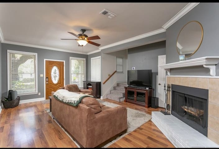 Charming Quaint Historic home in Downtown 3/2.5.