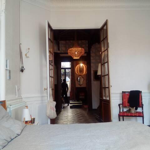 Très grande chambre lit 160X200
