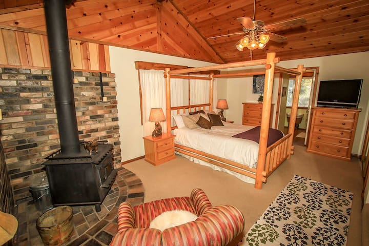 Beary Deer Cottage~Wood Fireplace~Full Kitchen~Relaxing Deck~Fenced~ - Sugarloaf - Дом