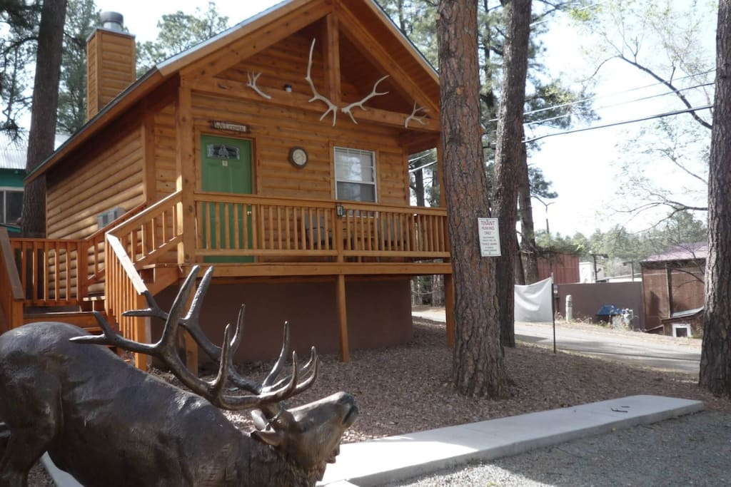 Antler`s Crossing 1 Deer Cabin - Cozy Cabins Real Estate, LLC