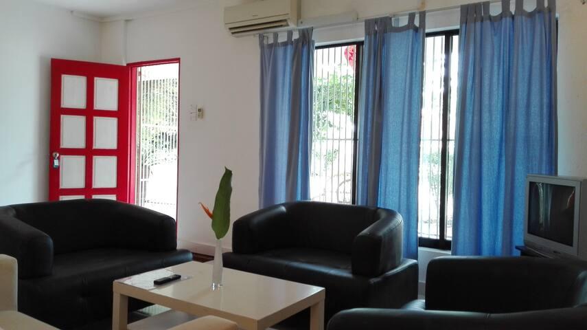 Red Door Apartment - Bedroom Suite & Living