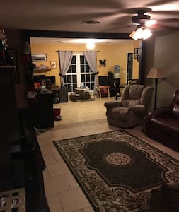 Safe and Sound in Yellow Town - 2BR - Amarillo