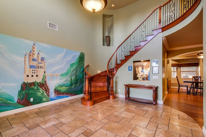 Funtierland + Belle's Castle + Close to Disney + Updated pool with rockslide!