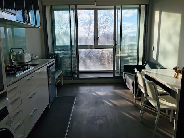Mordern one bedroom loft at the city edge