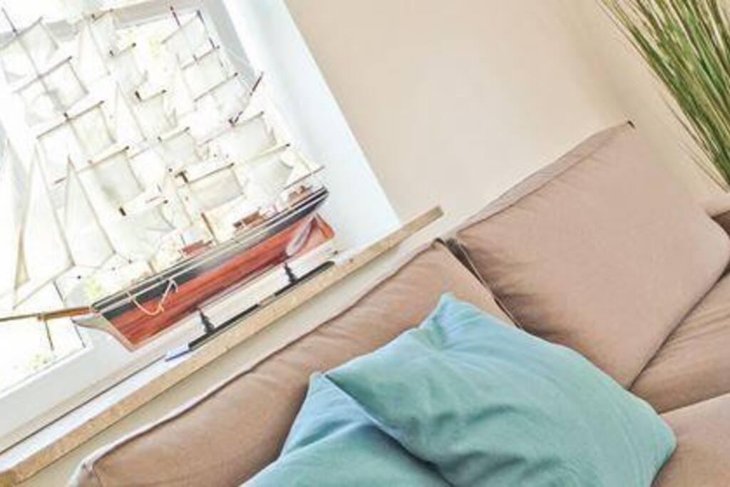Wohnzimmer mit maritimer Dekoration