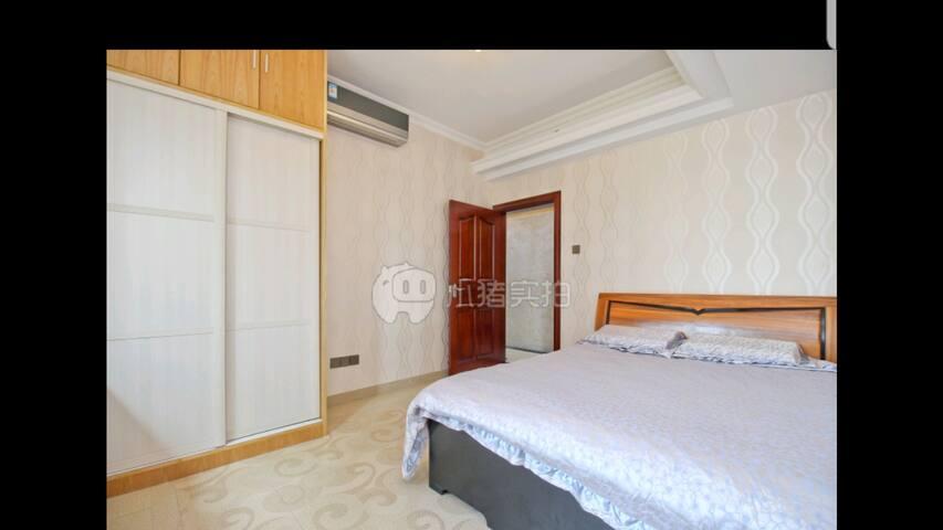 环中线灵芝地铁站阳光充沛豪华舒适的大床房整租
