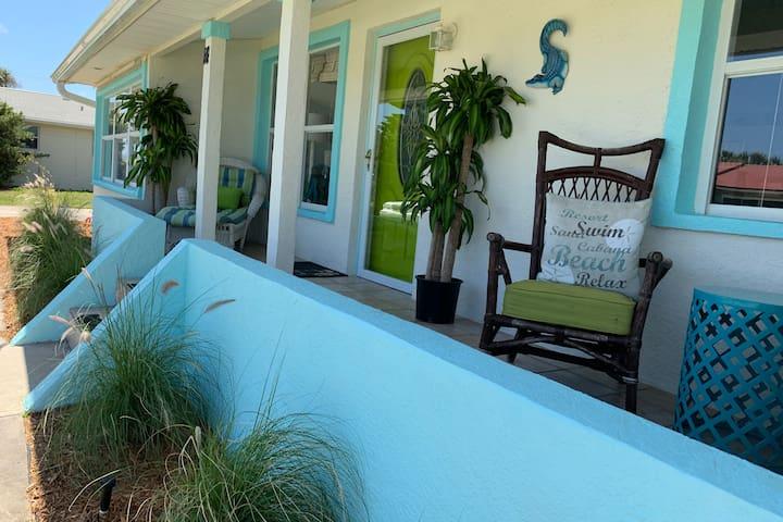 Luxury! Beachside Bungalow Steps to Beach Sleeps 8