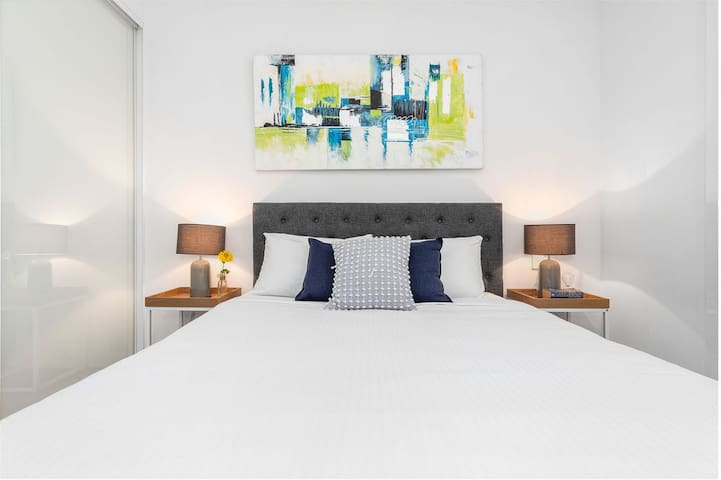Executive 1 bedroom in Surry Hills with parking
