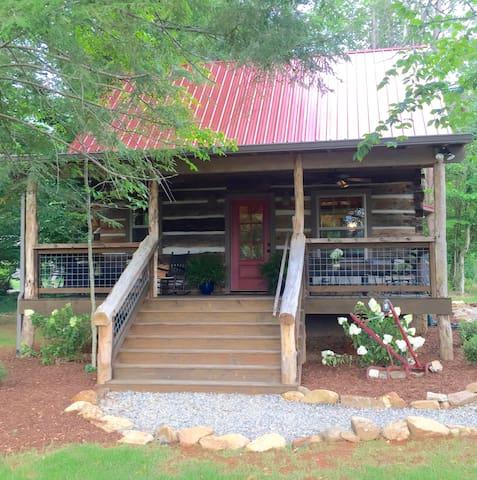1850's Refurbished and Reborn Cabin near Asheville - Weaverville - Blockhütte