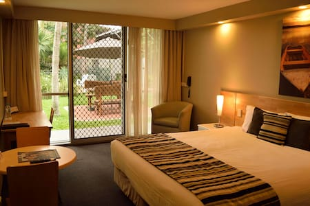Central location with award winning restaurant - Rockhampton City