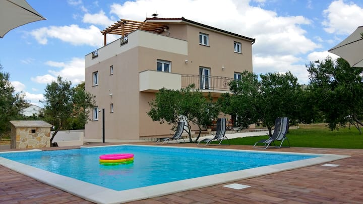 LuxuryApartment Šimetin2 on beach with pool