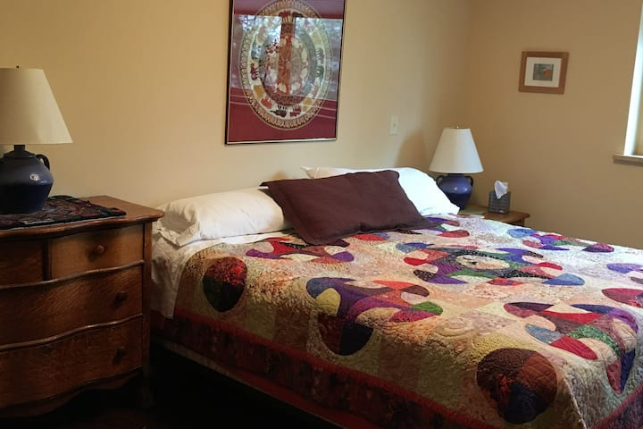 Red Hawk Haven Private Bedroom