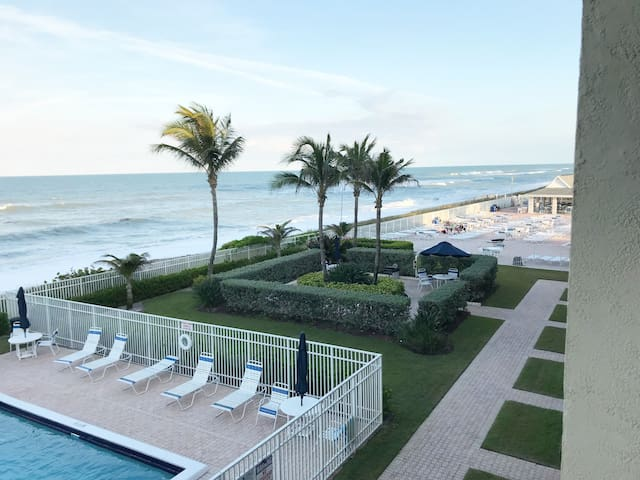 Direct  Ocean Front, Hutchinson Island