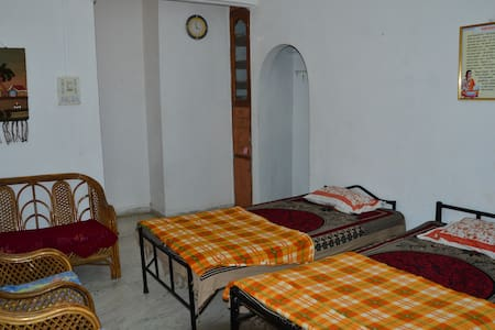 Veetraag's Giri Tara Home