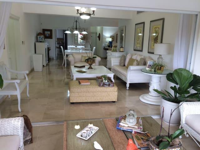 Apartamento bello y amplio, con todas comodidades. - Santo Domingo