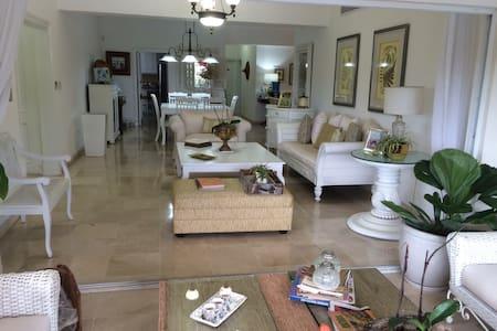 Apartamento bello y amplio, con todas comodidades. - Santo Domingo - Huoneisto