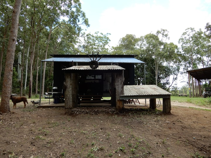 OLD MATES FARM - PIONEERS HUT