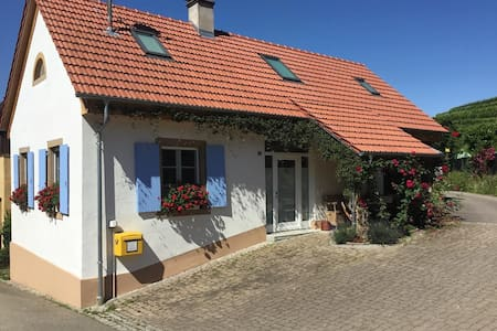 The Old Dairy Cottage in vineyard location - Müllheim - Talo