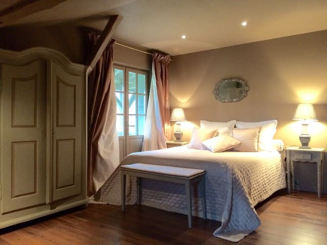 3 Chambres d'hôtes de charme - Anthon - Bed & Breakfast