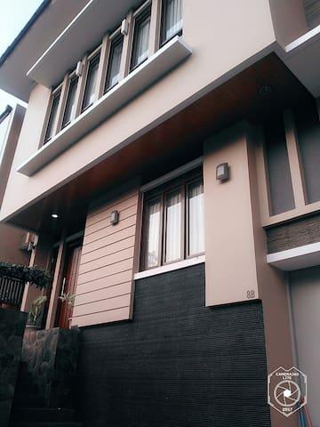 Anton's House Bandung, JL  SUKAMULYA INDAH. FullAC