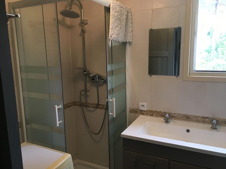 Salle de bain rénovée il y a 1 an, WC séparés
